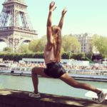 Yogabati macht Yoga in Paris
